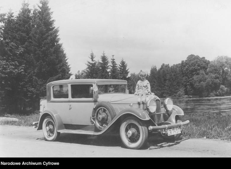 Samochód Auburn, 1930 rokAuburn to marka samochodów osobowych produkowanych w Stanach Zjednoczonych w latach 1900–1937 przez przedsiębiorstwo Auburn