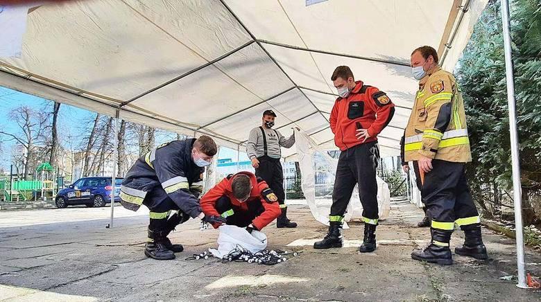 W sobotę 17 kwietnia strażacy OSP z Nakła rozstawili przy Nakielskim Ośrodku Kultury dwa namioty
