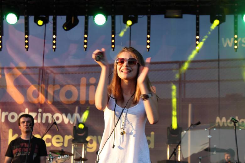 Ada Szulc.Gwiazdy X-Factor wystąpily na scenie przy centrum Karolinka w Opolu.