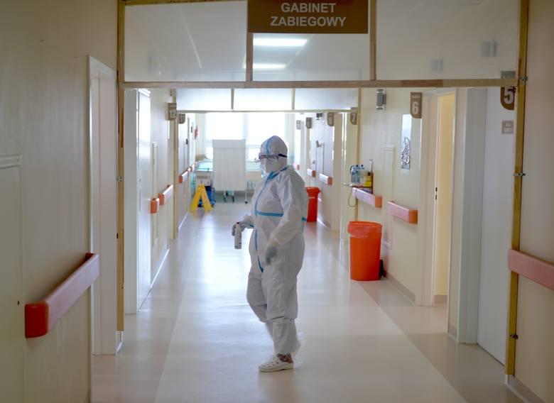 Byliśmy na oddziale covidowym Wojewódzkiego Szpitala w Przemyślu. Tutaj walczą o życie chorych [ZDJĘCIA]