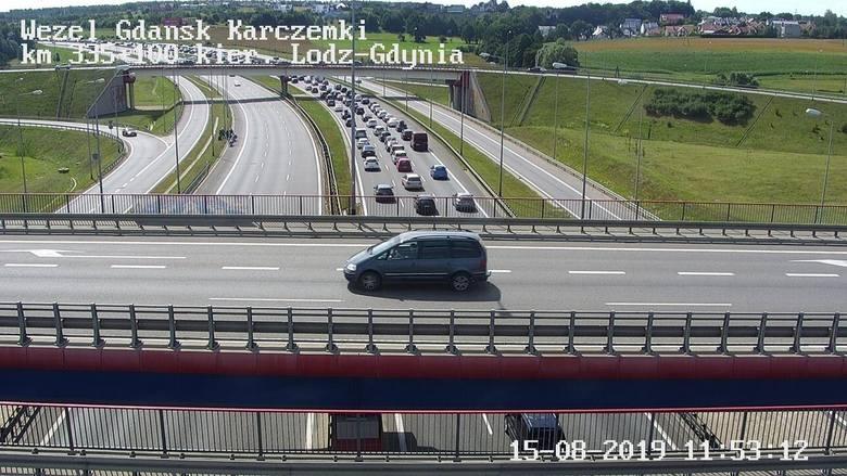 Korki na Obwodnicy Trójmiasta. Wypadek w okolicy węzła Szadółki w stronę Gdyni. Kierowcy postoją w kilku miejscach