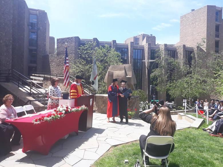 Ceremonia ukończenia uniwersytetu trwała trzy dni. Borysowi towarzyszyła rodzina i narzeczona. Ostatniego dnia absolwentom wręczano dyplomy.
