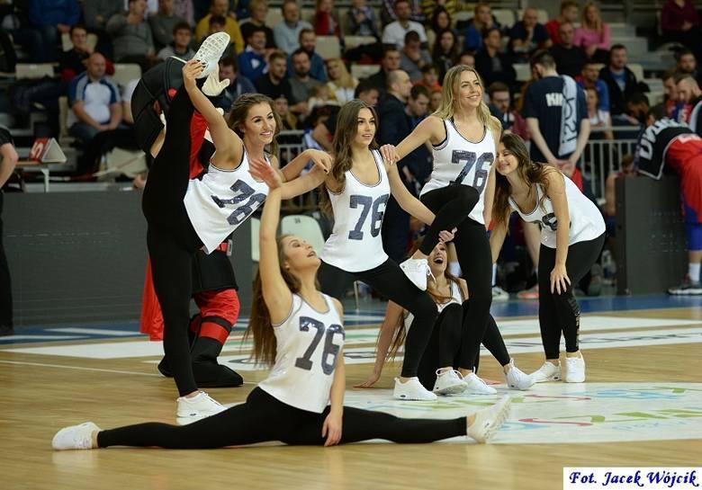 Cheerleaders AZS Koszalin podczas sobotniego meczu z Kingiem Szczecin. Zobaczcie zdjęcia i wideo.