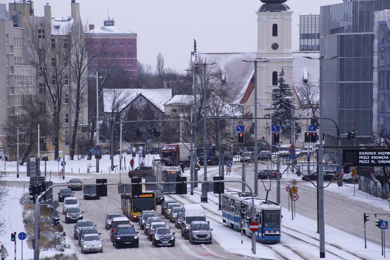 NA DROGACH. Utrudnienia, korki, wypadki, komunikacja miejska w poniedziałek 8 lutego 2021 r.
