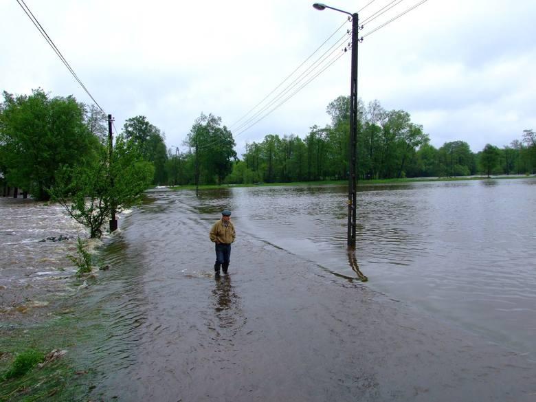 2 lata temu Zawadzkie zostało zalane przez Małą Panew - woda z rzeki wlała się do centrum miasta. Fot. DIM