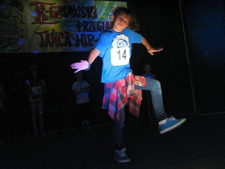 Tancerze pokazali jak tańczy się hip-hop.