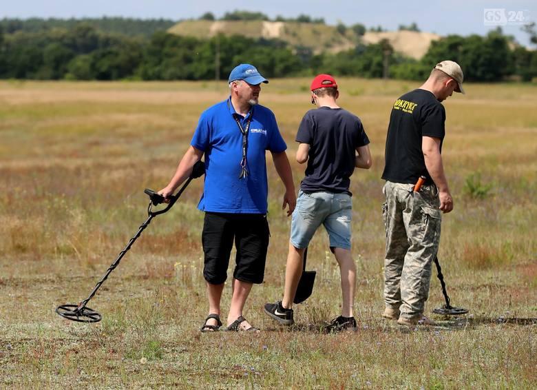 """Wyjątkowe odkrycie. Szukali """"Mustanga"""", a złapali amerykańską """"Kobrę"""" [zdjęcia, wideo]"""