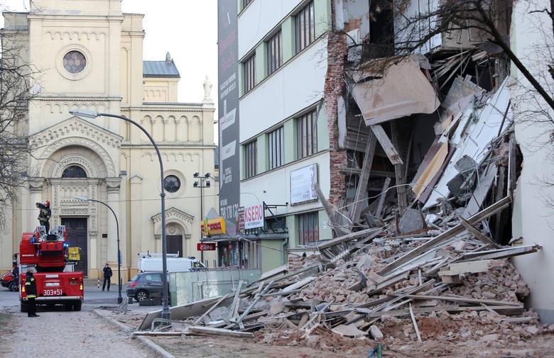 Dobiega końca proces w sprawie katastrofy budowlanej, kiedy przy skrzyżowaniu ul. Tuwima i ul. Sienkiewicza w centrum Łodzi zawalił się biurowiec. Najważniejsi