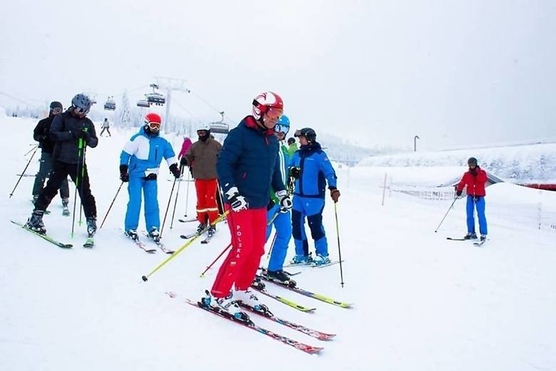To zdjęcia archiwalne. W przeszłości prezydent Andrzej Duda wielokrotnie jeździł na nartach w Beskidach.