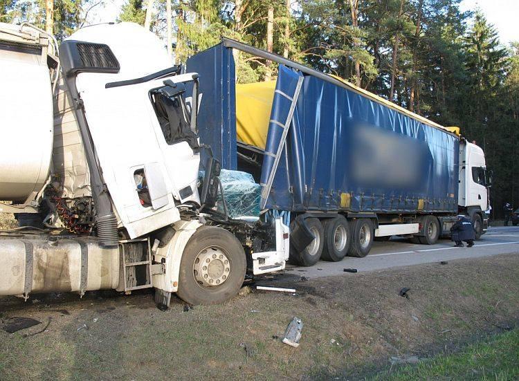 Szczebra. Śmiertelny wypadek na DK 8. Karambol pięciu aut (zdjęcia)