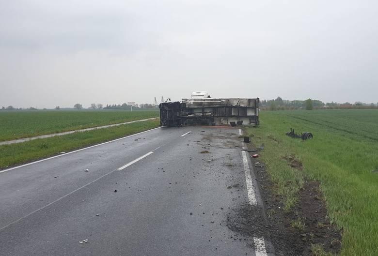 W wyniku wypadku droga była całkowicie zablokowana.