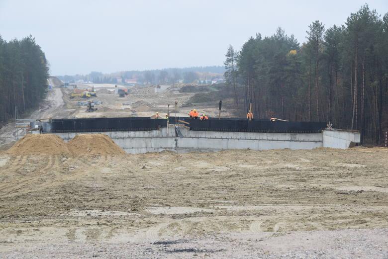 S17: Praca przy budowie obwodnicy Tomaszowa Lubelskiego wre. Zobacz zdjęcia