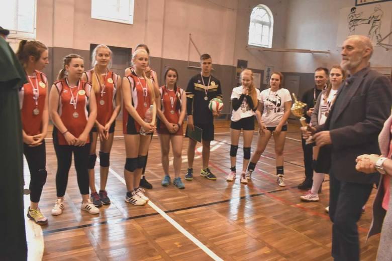 W Zespole Szkół Zawodowych  Rzemiosła w Inowrocławiu odbyła się impreza, podczas której otwarto nowoczesną salę fitness, wyposażoną przez Cech Rzemiosł