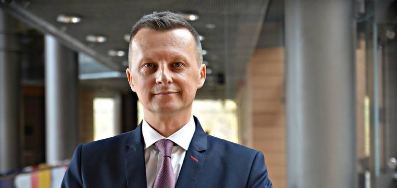 Miliony zainfekowanych, rok walki z chorobą. Tak naukowcy z UMCS prognozują rozwój epidemii w Polsce