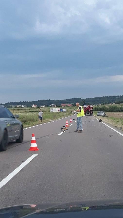 Wypadek w Korytnikach. Jedna osoba trafiła do szpitala [ZDJĘCIA INTERNAUTY]