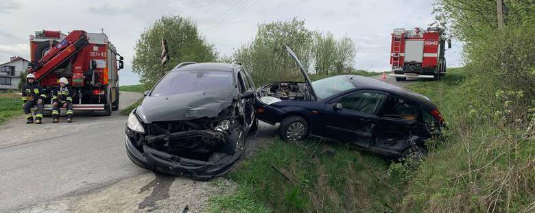 Dwie ofiary śmiertelne i wielu rannych. Dramatyczny bilans weekendu na podkarpackich drogach.W sobotę w Skopowie, w powiecie przemyskim, w zderzeniu