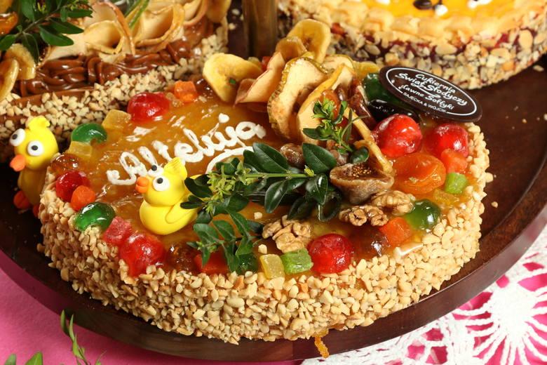 Święta wielkanocne już za pasem. Z tej okazji, jak co roku, kielecka cukiernia Świat Słodyczy przygotowuje wyjątkowe pyszności. Każde z ciast jest niepowtarzalne,
