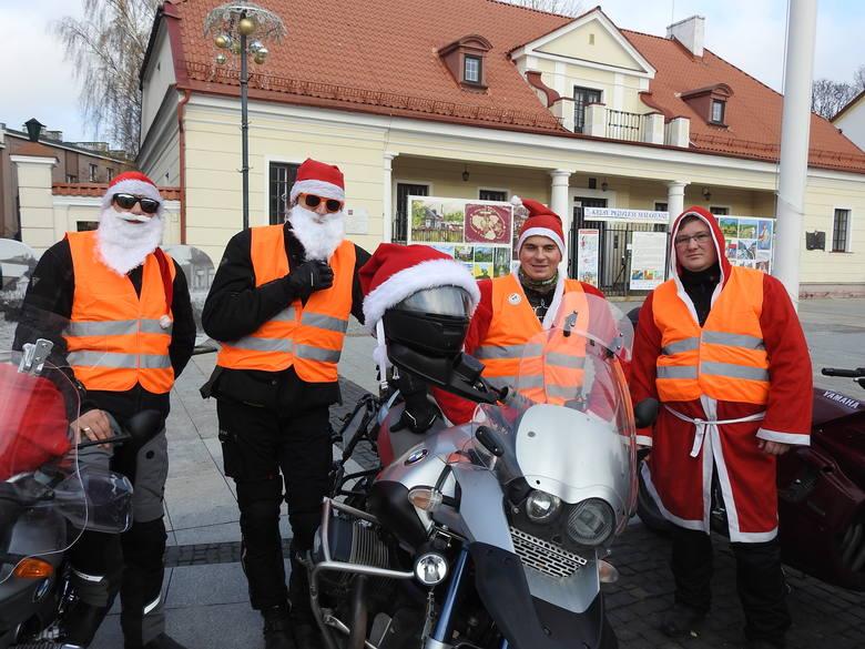 Akcję wsparli m.in. motocykliści organizujący akcję MotoMikołaje Białystok.