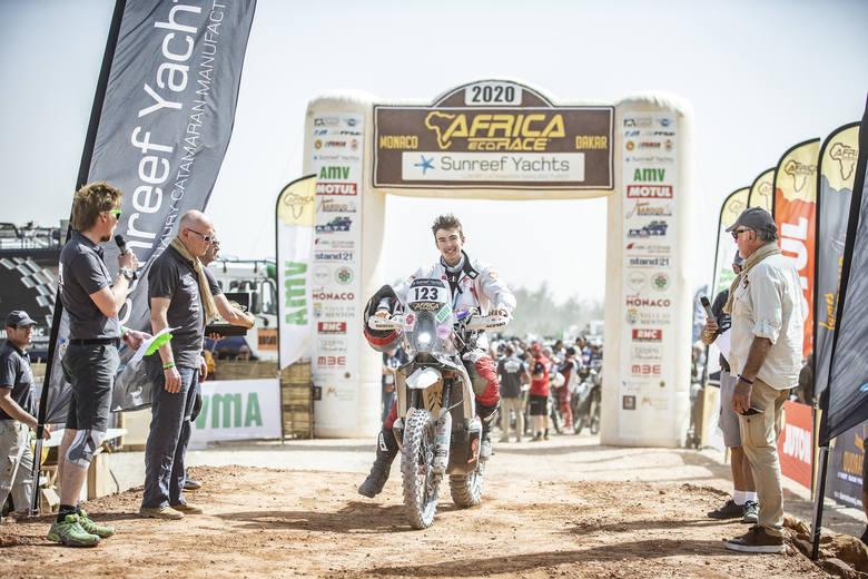 Sukces Polaków w Africa Eco Race. Marcelina Zawadzka także na mecie w Dakarze!