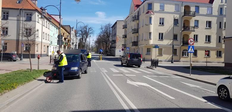 Ełk. Kierowca volkswagena potrącił kobietę na przejściu (zdjęcia)