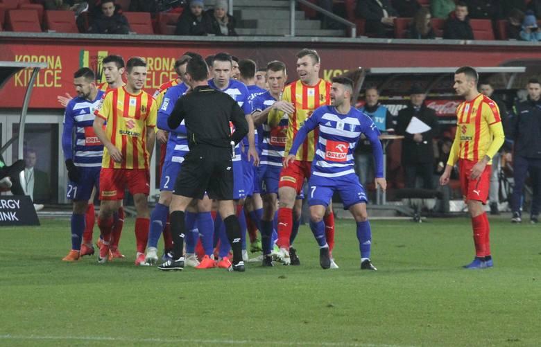 Piłkarze Korony Kielce zremisowali w sobotę wygrany mecz z Wisłą Płock, gdyż drugiego gola stracili już w doliczonym czasie i ostatecznie było 2:2. Kto
