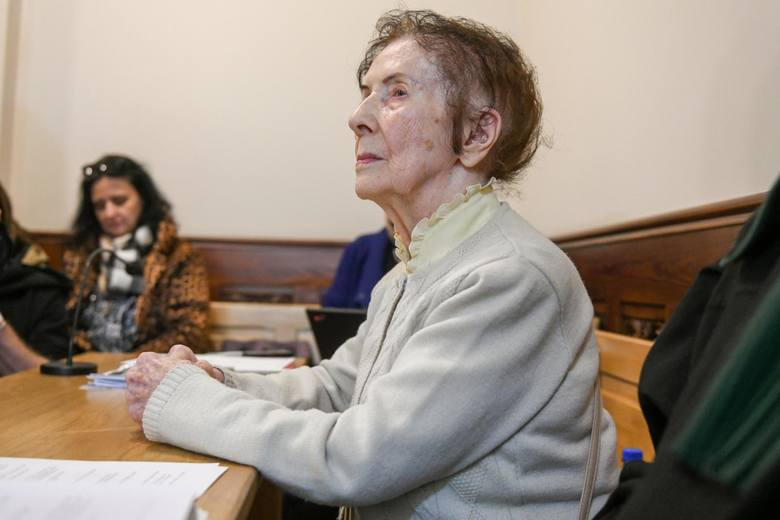 Chociaż na początku czerwca, w wieku 101 lat, Stefania Chlebowska zmarła, proces trwał nadal, gdyż jako pokrzywdzona w sprawie występuje również jej córka Hanna.