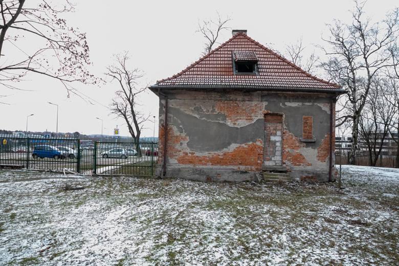 Kraków. Cmentarna kaplica przy ul. Czerwone Maki popada w ruinę. Zarząd Cmentarzy Komunalnych planuje remont, ale dopiero za kilka lat