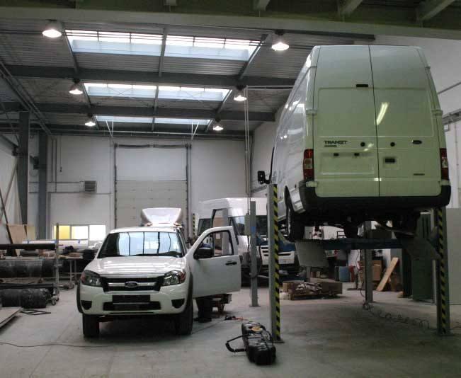 Firma Auto Galeria montuje specjalistyczne zabudowy na podwoziach samochodów forda, fiata, mercedesa i innych marek (fot. Jakub Pikulik)