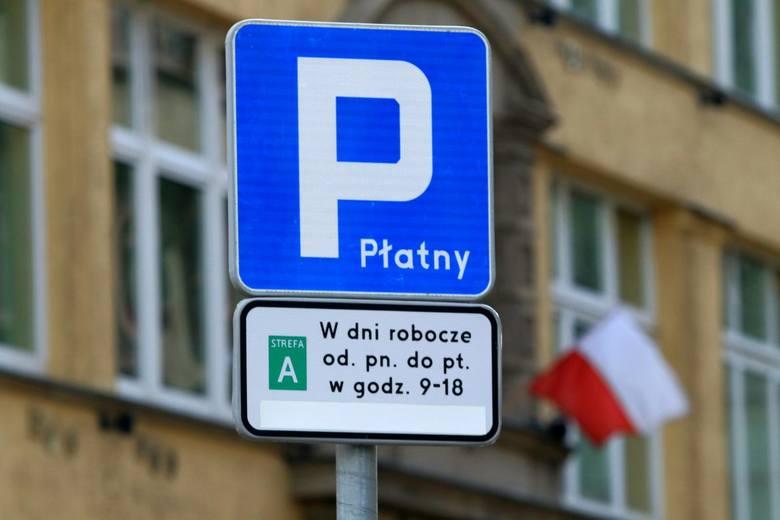 Dwa razy więcej zapłacimy od poniedziałku za parkowanie w ścisłym centrum Wrocławia. Strefy A i B staną się śródmiejską strefą płatnego parkowania, gdzie