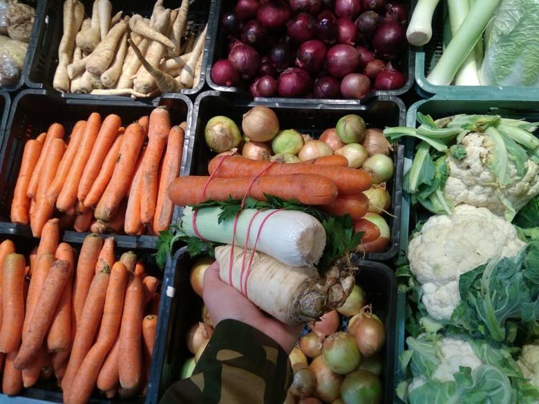 - Garnek zupy warzywnej jest większym rarytasem niż kotlet mielony. Z rok temu płaciłam w marketach za włoszczyznę około 3 złote, teraz kosztuje od 4,50
