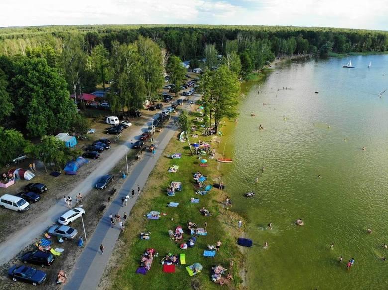 9. Firlej - jedno z ulubionych miejsc wypoczynku lublinian• około 42 km od Lublina• dojazd autem zajmie około 40 minut• Jezioro Firlej to jeden z najpopularniejszych
