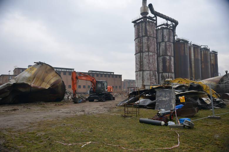 Wielkie wyburzanie w Zakładach Azotowych KędzierzynDzięki wyburzaniu starych obiektów i instalacji firma oszczędza na ubezpieczeniach, podatkach od nieruchomości,