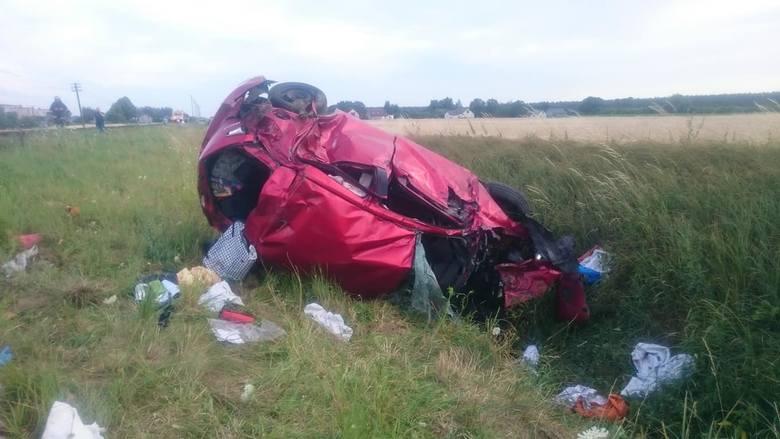 Na przejeździe kolejowym w Wudzynie zderzyło się auto osobowe z pociągiem.