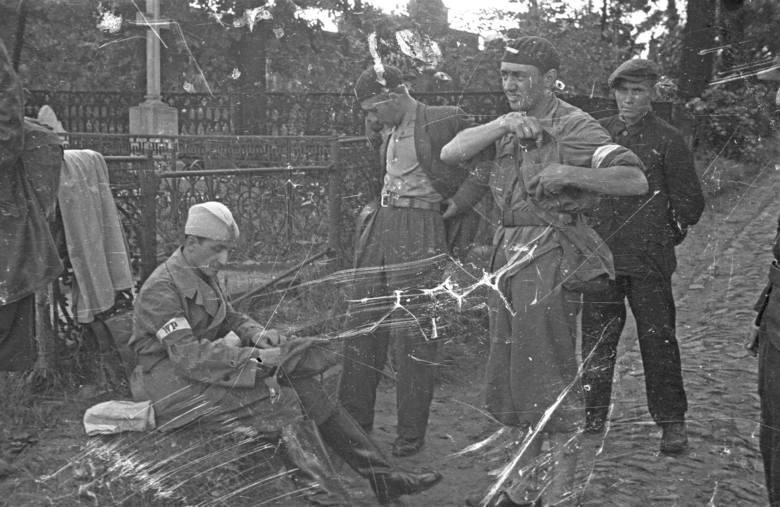 Śladami Powstania '44. Cmentarze na Woli zamieniły się w powstańcze kryjówki