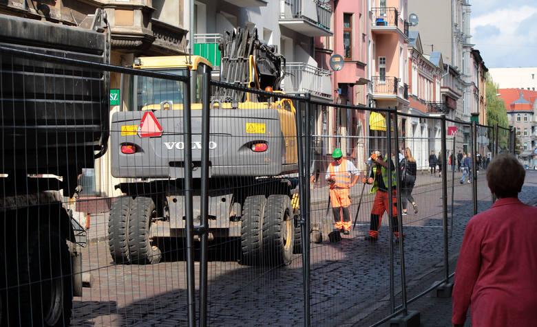 Rozpoczął się remont ulicy Sienkiewicza. Da on się we znaki zarówno kierowcom, którzy korzystać muszą z objazdów, jak i pasażerom komunikacji miejskiej,