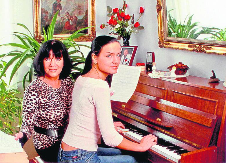 Katarzyna Dziewiątkowska poszła w ślady rodziców: śpiewa, komponuje, gra...