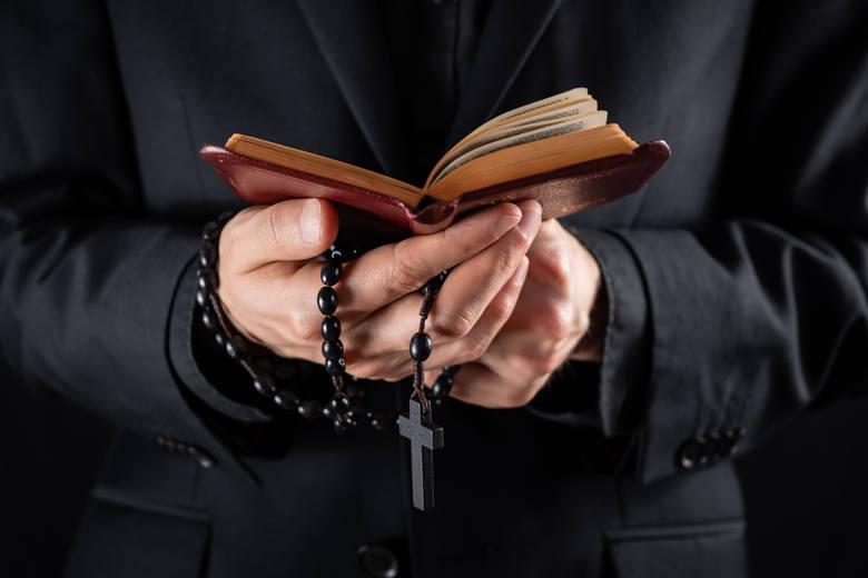 Najczęstsze grzechy, które popełniamy w... konfesjonale! Ty też możesz je mieć na sumieniu