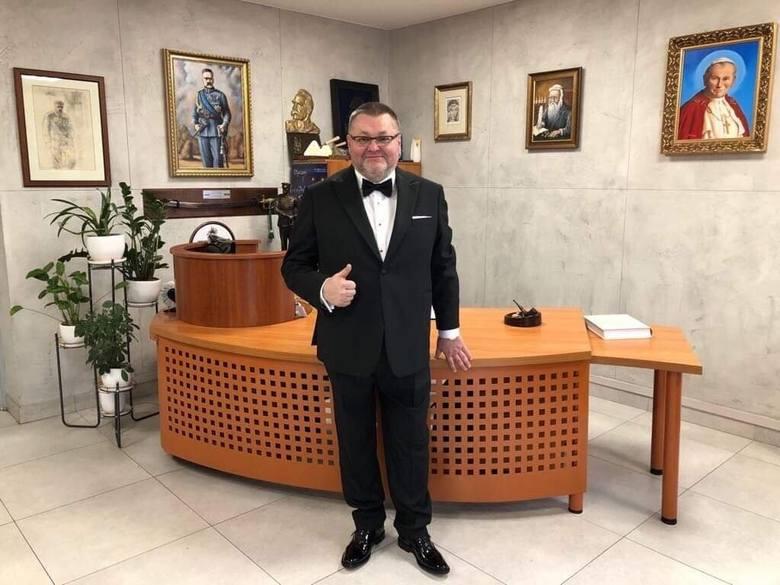 Kategoria: BiznesJacek Rutkowski, prezes zarządu Komplementariusza Przedsiębiorstwa Wielobranżowego Mat-Bud z siedzibą w Rozgartach.Nominację otrzymał