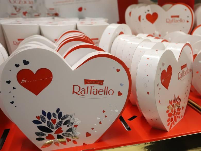 Nie tylko zakochani obchodzą Walentynki. Jaki prezent wybrać dla ukochanej osoby?