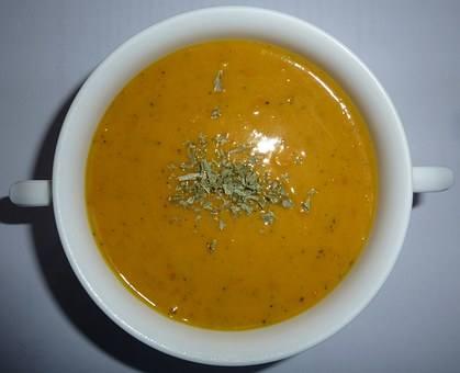 Zupę zdyni może być na ostro lub na słodko.
