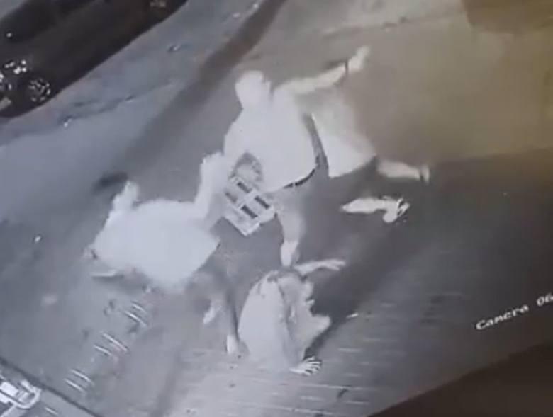 """W jednym ze sklepów """"Żabka"""" doszło do brutalnego ataku na pracowników sklepu.ZOBACZ WIDEO, WIĘCEJ INFORMACJI - KLIKNIJ DALEJ"""