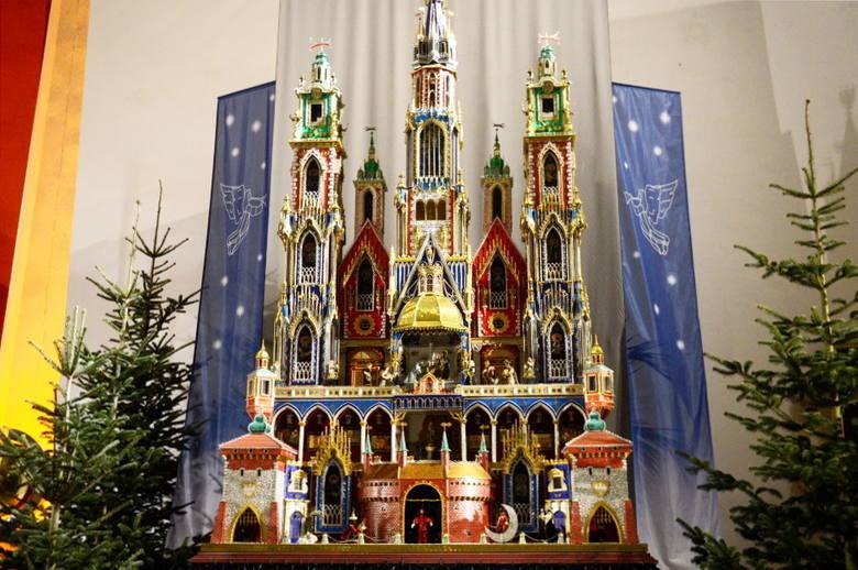Szopka, którą możecie podziwiać w naszej galerii zdobyła I miejsce w 68. Konkursie Szopek Krakowskich. Jest to jednocześnie najwyższy wykonany projekt