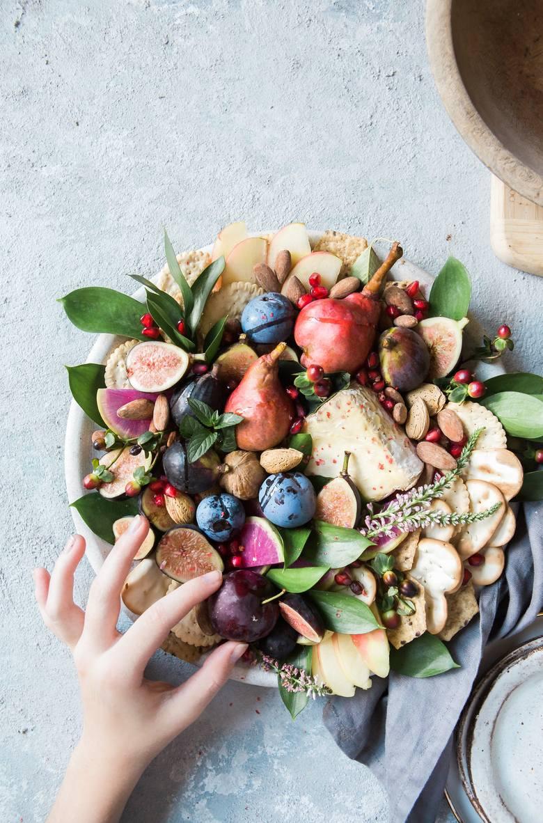 Zdrowe jedzenie to przede wszystkim produkty roślinne jedzone w ramach każdego posiłku, a nawet przekąski