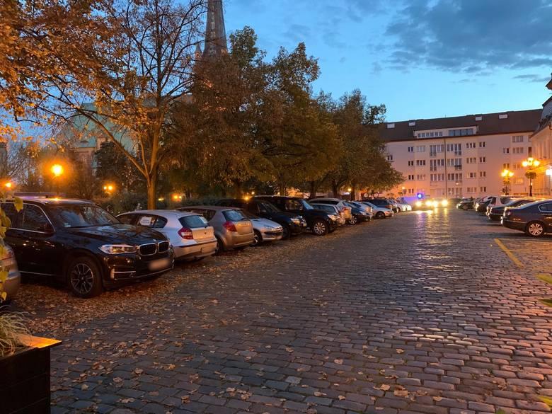 Rowerzystów niepokoi powrót aut na plac Orła Białego w Szczecinie