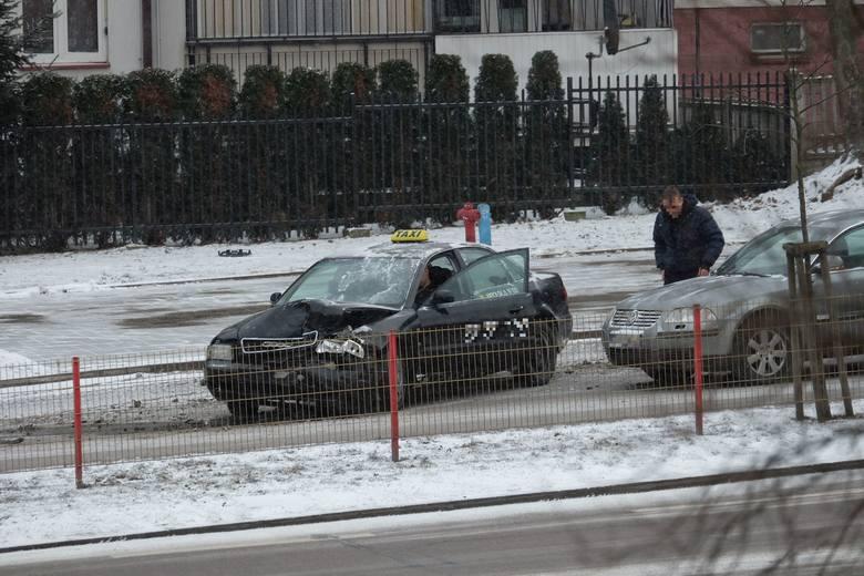 W czwartek, około godz. 16, na ulicy Żeromskiego w Białymstoku doszło do kolizji.Zobacz też: Wypadek na Nowym Mieście. Na Pułaskiego zderzyło się pięć