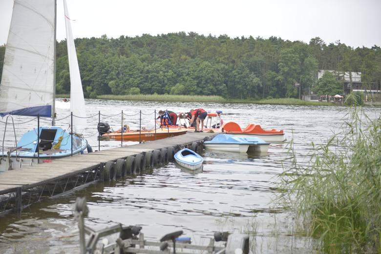 Każdy kto przybył tego dnia na plażę nad Jeziorem Wielkim w Skępem, mógł popływać łódką wraz z ratownikami lub sprawdzić, jak działa sprzęt, którego