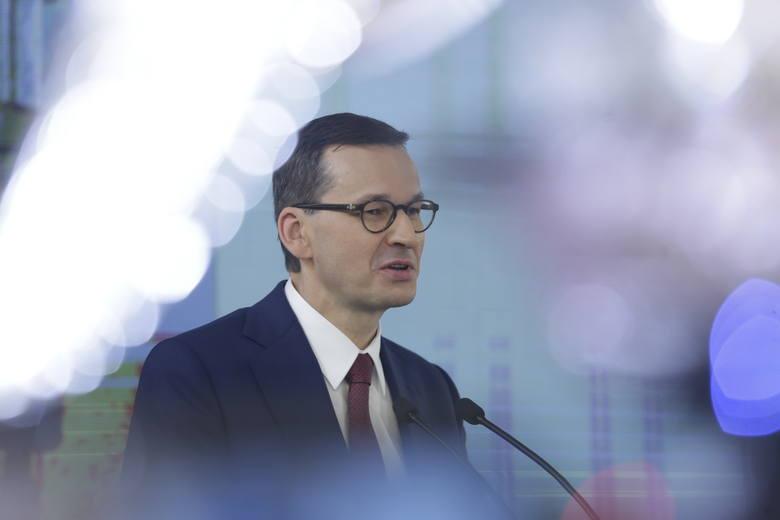 - Czasami podpisuje się takie umowy, że człowiek za niewielką pożyczkę musi oddawać swój dom czy cały majątek- mówił Morawiecki.