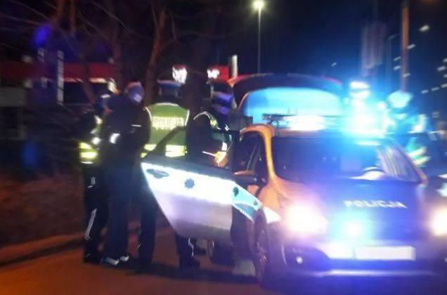 Policjanci z Pabianic zatrzymali po pościgu pijanego kierowcę z Sieradza i jego pasażerkę z powiatu sieradzkiego posiadającą narkotyki.  Czytaj na kolejnych