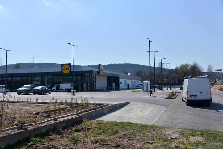 Nowy Lidl przy ulicy Popiełuszki w Kielcach jest już prawie gotowy na otwarcie. Ostateczny termin uruchomienia piątego w Kielcach sklepu tej sieci zależy