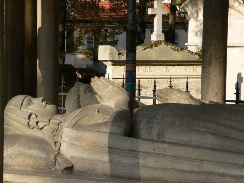 Cmentarz Père-Lachaise w Paryżu, grobowiec Heloizy i Abelarda